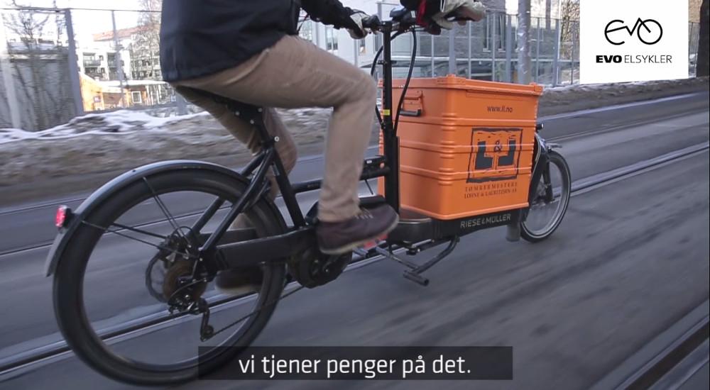 Livsglad snekker og tømrermester lastesykkel elsykkel Packster